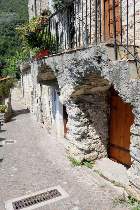 Rocchetta Nervina (IM): Via Roma