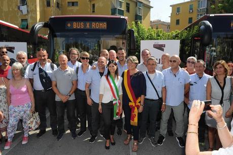 Non smettono di imbrogliare manco a Ferragosto. L'assurda storia dei nuovi bus