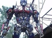 Impressionante replica metallica Optimus Prime