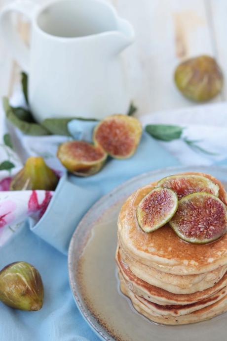 Pancakes light yogurt, cannella e fichi