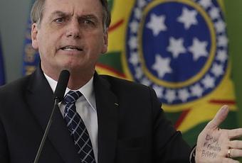 Record di incendi in Amazzonia, Bolsonaro attacca le ong