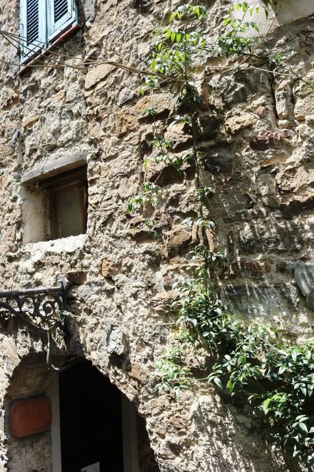 Apricale (IM): Via Angeli angolo Via Imperia