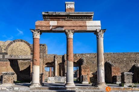 Colonne romane a Pompei vicino a Napoli, Italia | Cosa vedere a Napoli in 3 giorni