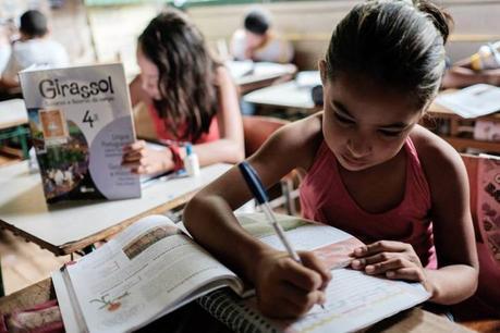 Alle bambine di tutto il mondo, buono studio!