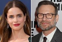 """Dirty John"": Amanda Peet e Christian Slater saranno i protagonisti della 2^ stagione"