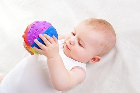 5 Tipi di palle sensoriali Montessori per neonati
