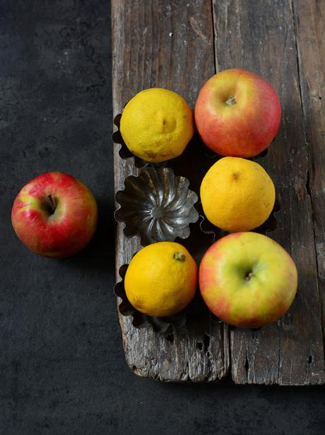 Crumble mele, melanzane fava tonka festeggiare ner