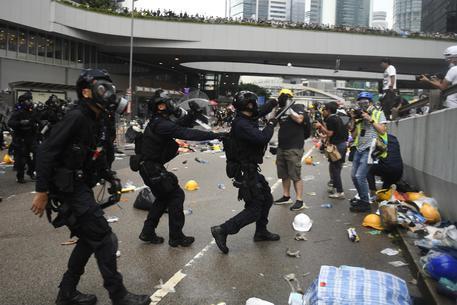 Risultati immagini per disordini a Hong Kong