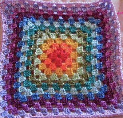 Le piastrelle granny per la coperta dell 39 amicizia paperblog - Coperta uncinetto piastrelle ...