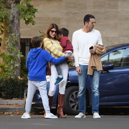 Buffon e D'Amico di nuovo insieme con i figli (e musi lunghi). E intanto con la Seredova…