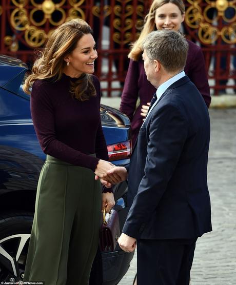 """Kate Middleton """"delude"""" con il look supercostoso (ma è da copiare perchè…)"""