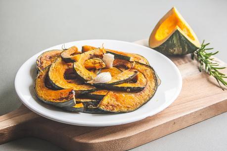 Zucca al forno, la ricetta per un contorno autunnale sfizioso
