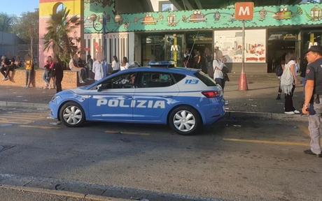 Napoli: poliziotti contro i parcheggiatori abusivi davanti agli ospedali