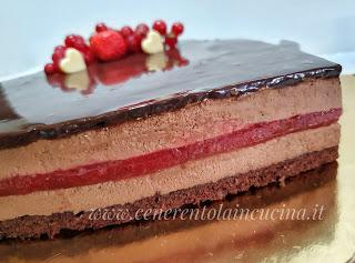 Torta Sacher con confettura di fragole.