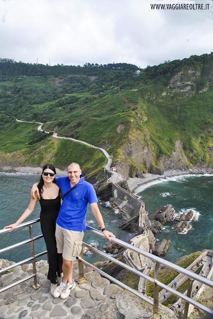 Gaztelugatxe e la scalinata vista oceano