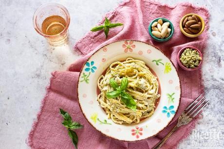 Pesto di mandorle e basilico