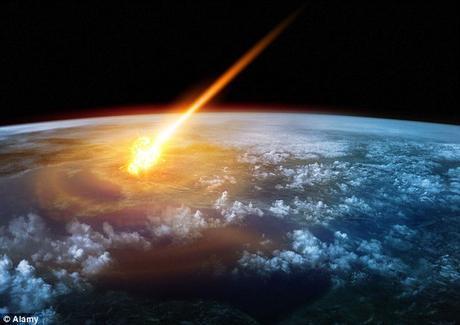 Vista dall'orbita dell'esplosione di impatto enorme e della pista ardente dell'asteroide.