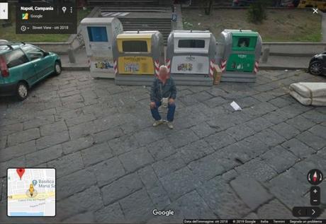 """I parcheggiatori abusivi come """"monumenti"""": vengono immortalati da Google Maps"""