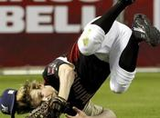 Glee: Chord Overstreet gioca softball pacco