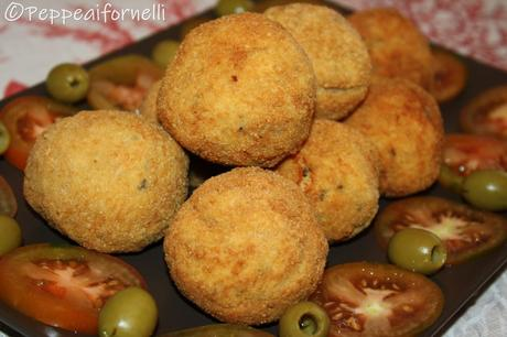 Crocchette di pollo con olive e cuore morbido al formaggio.