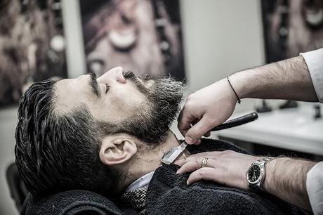 Il rasoio più adatto al viso e a chi porta la barba