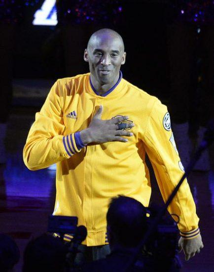 epa05257933 Los Angeles Lakers Kobe Bryant acknowledges fans prior to the NBA game against the Utah Jazz at Staples Center in Los Angeles, California, USA, 13 April 2016. This is Kobe Bryant's last game after a 20 year career with the Lakers.  EPA/MIKE NELSON CORBIS OUT
