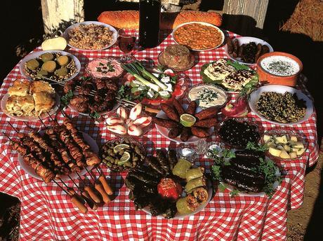 Un viaggio alla scoperta dei sapori, dei profumi e delle dolcezze della cucina cipriota.