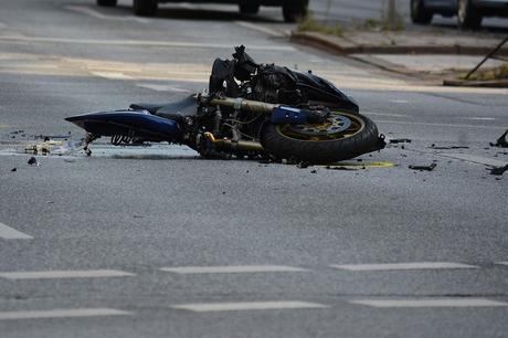 Napoli, terribile incidente in Tangenziale: centauro perde il controllo della moto e muore