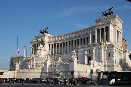 I simboli che rappresentano Napoli e la Campania al Vittoriano di Roma