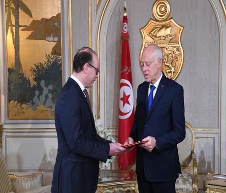 Tunisia:il premier Fakhfakh fatto firmare