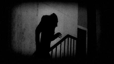 """""""Conte"""" Dracula? Ecco spiegato perché il Premier preferisce """"uscire"""" di notte…"""