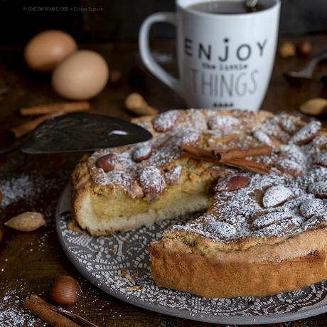 crostata-con-frolla-alla-cannella-crema-pasticcera-alle-nocciole-e-mandorle-dolce-merenda-colazione-facile-contemporaneo-food