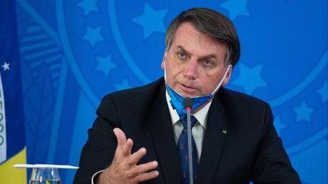 In Brasile il presidente Jair Bolsonaro paragona il Coronavirus ad ...