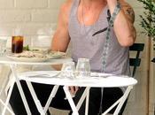 Paparazzi rovinano pranzo: Ryan Gosling fotografie smorfie