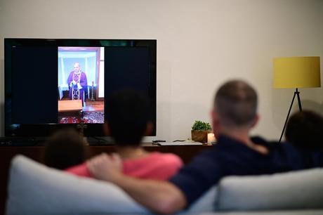 Cresce ancora il consumo tv, news regine social. Boom interazioni on demand