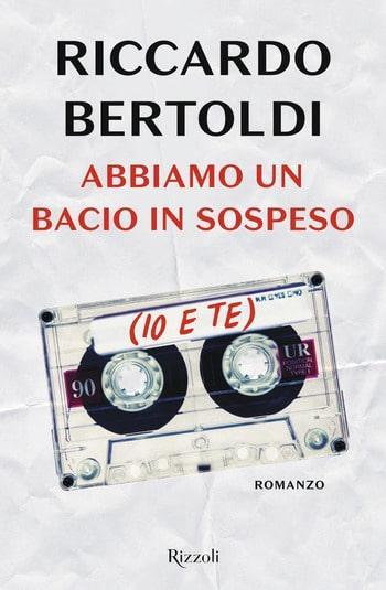 Recensione di Abbiamo un bacio in sospeso (io e te) di Riccardo Bertoldi