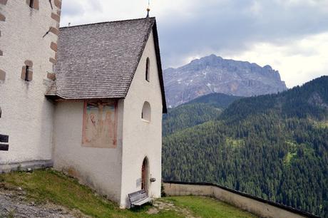 chiesetta santa barbara la val alta badia
