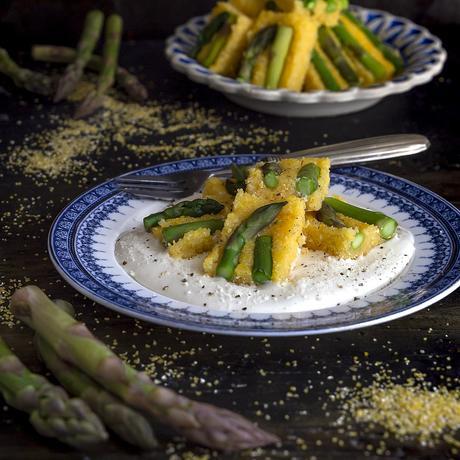 asparagi-con-polenta-su-crema-di-formaggio-antipasto-ricetta-facile-veloce-contemporaneo-food