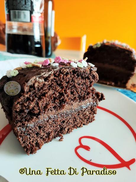 Torta Al Cioccolato Farcita e Glassata