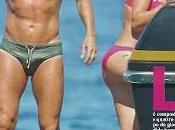 Francesco Totti bronzo ronza intorno alle chiappe Ilary Blasi Ponza