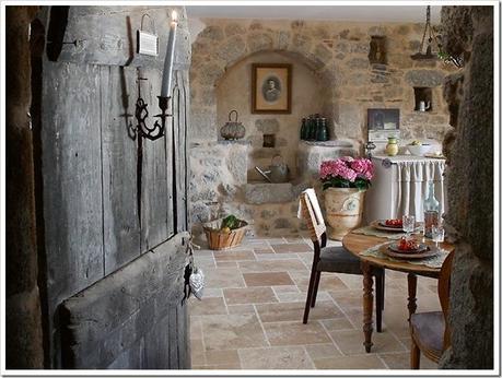 Una bella casa in pietra nella campagna francese paperblog for Esterno di case di campagna francesi