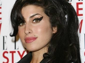 Muore Winehouse, icona fashion musicale
