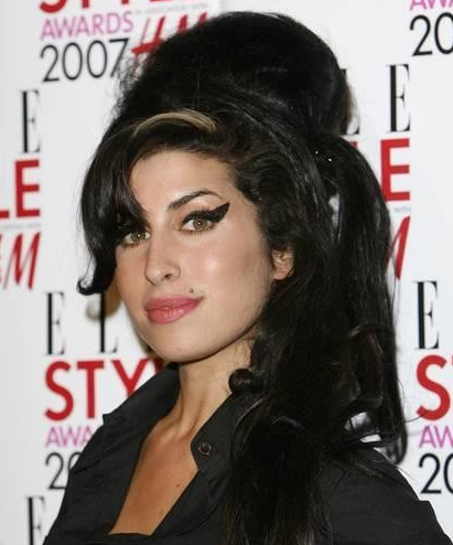 Muore Amy Winehouse, icona fashion e musicale