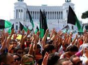 L'Aquila Roma cerca risposte. Polizia gliele suon manganellate!
