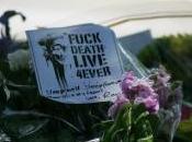 """""""Fuck death, live 4ever"""". Winehouse spegne anni. Lettera Camden."""