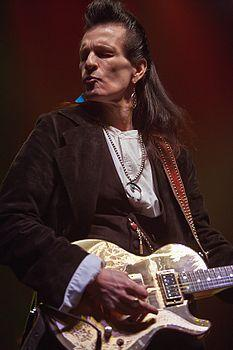 http://upload.wikimedia.org/wikipedia/commons/thumb/0/01/2008-02-26_Willy_deVille.jpg/233px-2008-02-26_Willy_deVille.jpg