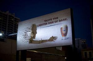 Shadow art per Newcastle Brown Ale