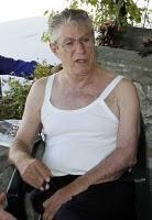 Estate 2011: lui in canottiera, noi in mutande