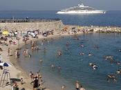 FOTO: Yacht Eclipse troppo grande entrare porto