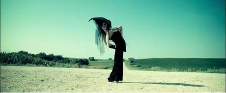 Lady Gaga, gli outfit di You and I